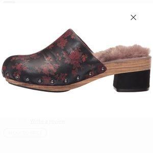 Jambu Monaco Clogs red wine black floral shoes EUC